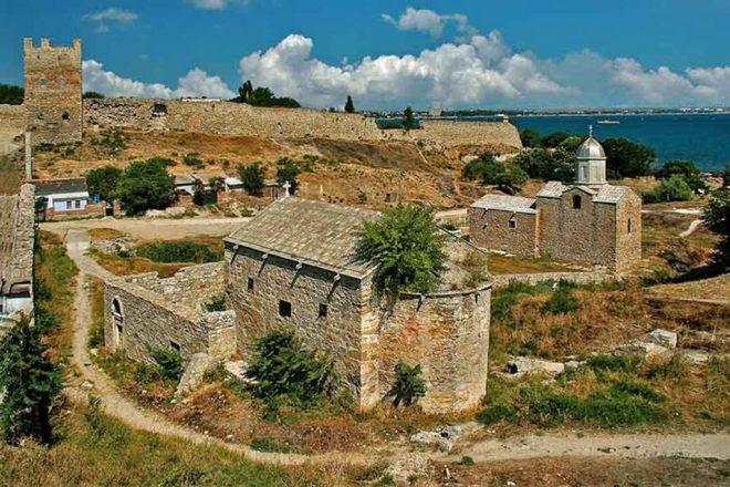 Генуэзская крепость в Феодосии1