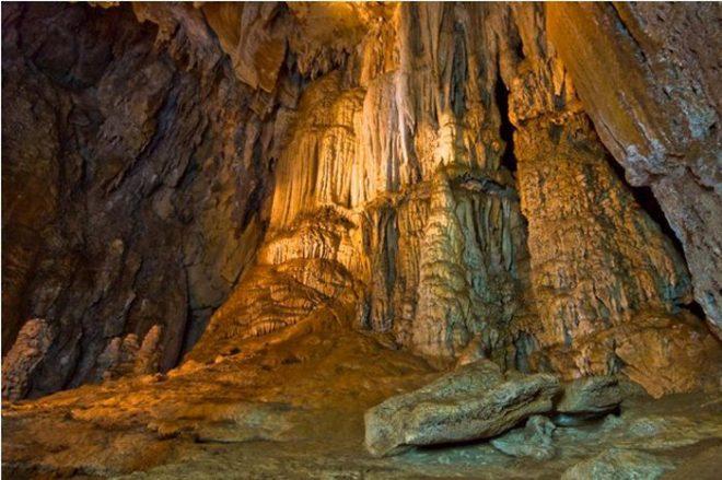 Пещеры Районга