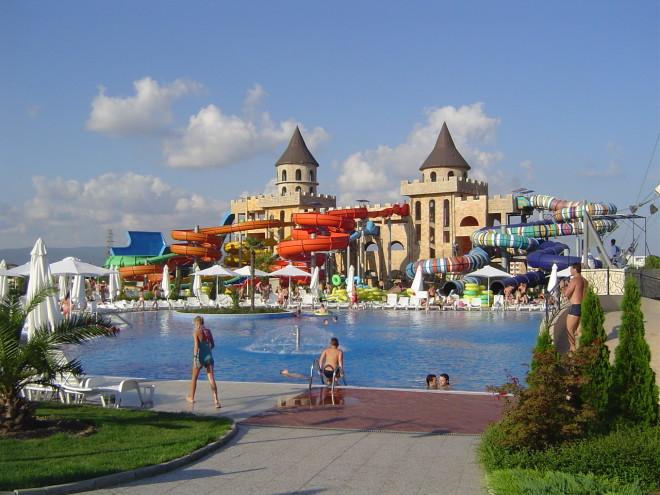 Уникальная архитектура аквапарка Action. Болгария