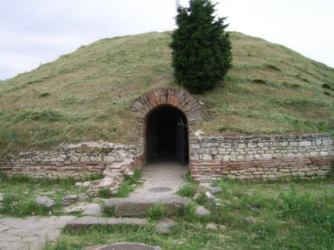 Тракийская гробница